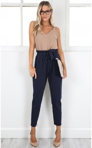 High-waist pants for killer legs to look thin