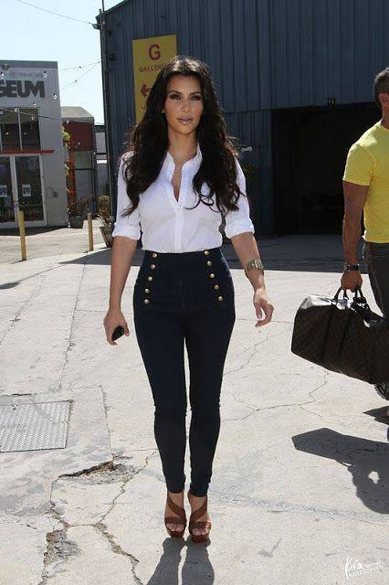 High-waist pants for thin look